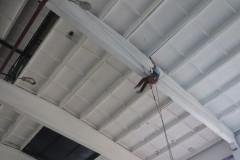Потолок покрасить на высоте